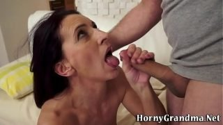 Mature cougar gets railed