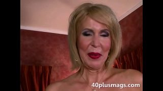 Mature divorcee showing natural pussy
