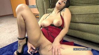 Mature hottie Lavender Rayne plays with her glass dildo